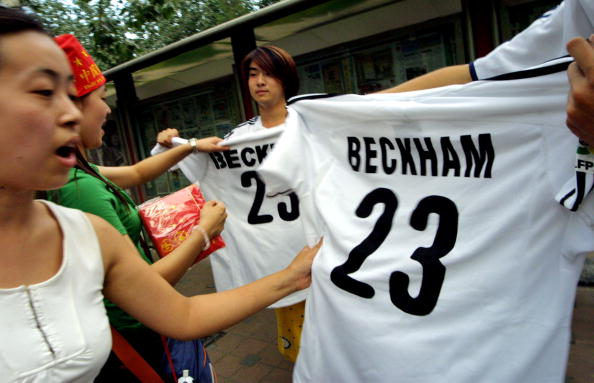 Shirt「Chinese Fans React To David Beckham's Debut With Real Madrid」:写真・画像(5)[壁紙.com]