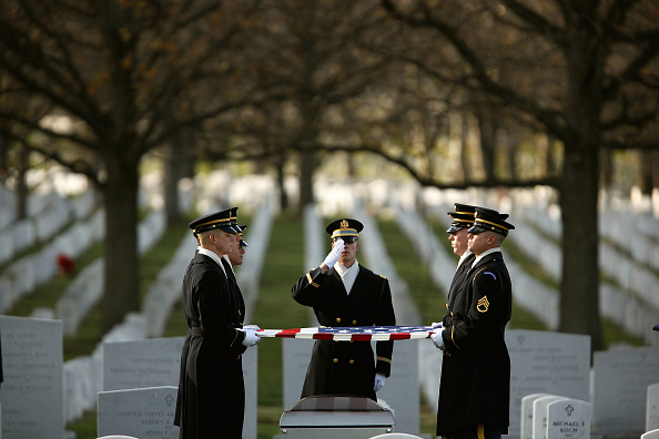 Place of Burial「Army Specialist Killed By IED In Afghanistan Buried At Arlington Cemetery」:写真・画像(19)[壁紙.com]