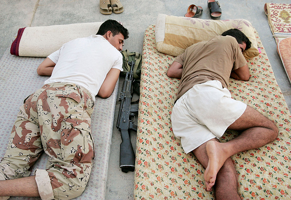男性「Iraqi Soldiers Provide Security For the City Of Fallujah」:写真・画像(4)[壁紙.com]