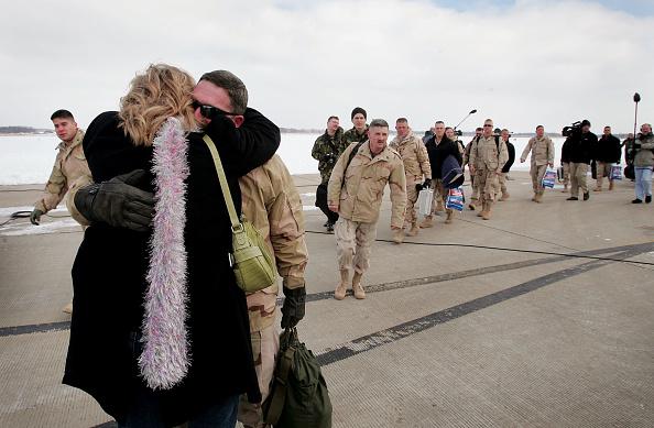 Scott Olson「U.S. Army Reserves Return From Iraq」:写真・画像(14)[壁紙.com]
