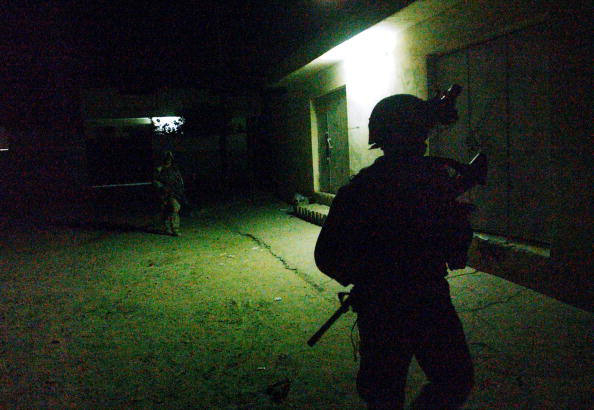 夜景「U.S. Troops Patrols Samar, Iraq At Night」:写真・画像(17)[壁紙.com]