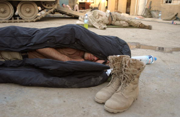 Marco Di Lauro「U.S. Platoon Patrol Throughout Night Securing Baghdad」:写真・画像(18)[壁紙.com]