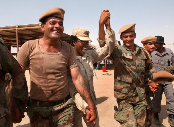 Iraqi Governing council「First Battalion Of New Iraqi Army Graduates」:写真・画像(4)[壁紙.com]