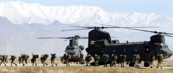 CH-47 Chinook「United States Forces Return to Bagram Airbase in Afghanistan」:写真・画像(4)[壁紙.com]