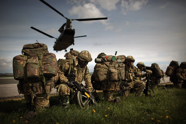 Army Soldier「16 Air Assault Brigade Practice Their Airborne Skills During Exercise Joint Warrior」:写真・画像(7)[壁紙.com]