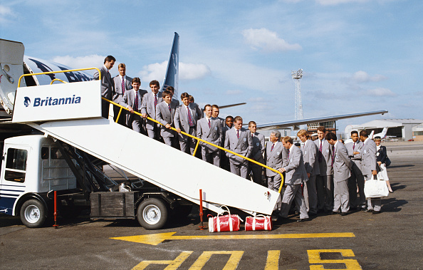 England「England leave for the 1990 FIFA World Cup in Italy」:写真・画像(5)[壁紙.com]