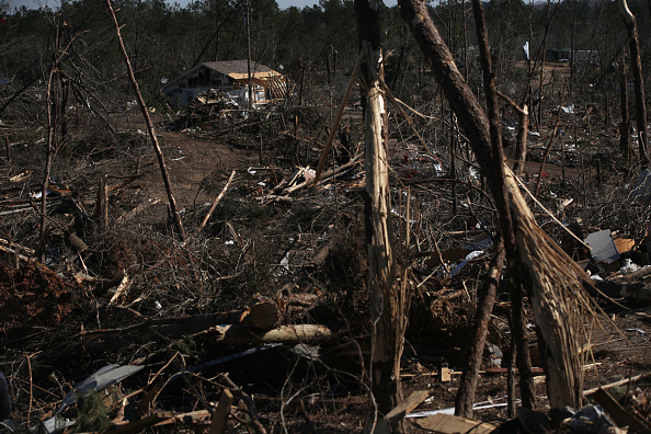 Touchdown「23 Killed As Tornadoes Sweep Across Southeast Causing Widespread Damage」:写真・画像(13)[壁紙.com]