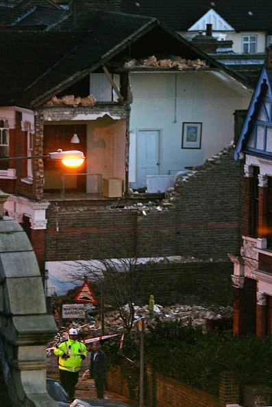 Photographic Effects「Tornado Hits Residential London Street」:写真・画像(1)[壁紙.com]