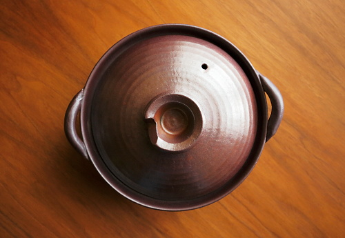 Lid「Earthenware pot on the table」:スマホ壁紙(15)