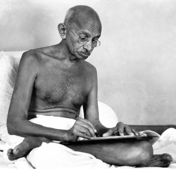 Writing「Mahatma Gandhi」:写真・画像(19)[壁紙.com]