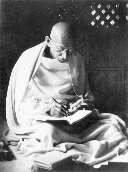 Writing「Mahatma Gandhi」:写真・画像(8)[壁紙.com]