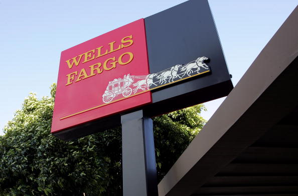 Sign「Wells Fargo To Shed 500 Jobs In Mortgage Unit」:写真・画像(17)[壁紙.com]