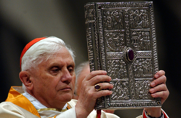 Replacement「Easter Vigil Is Held In The Vatican Basilica」:写真・画像(5)[壁紙.com]