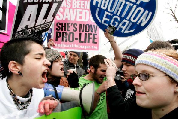 アメリカ合州国「Pro-Life And Pro-Choice Activisits Mark The 33rd Anniversary Of Roe v. Wade」:写真・画像(5)[壁紙.com]