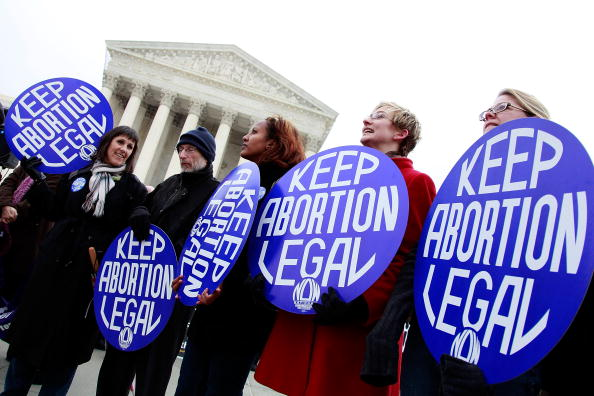 Participant「Supporters And Opponents Commemorate 37th Anniversary Of Roe v. Wade」:写真・画像(16)[壁紙.com]