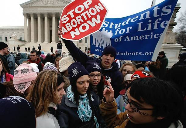 Pro- And Anti-Abortion Groups Rally On Roe V. Wade Anniversary:ニュース(壁紙.com)