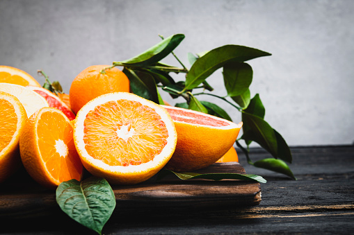 Juice - Drink「Orange fruits isolated on table」:スマホ壁紙(18)
