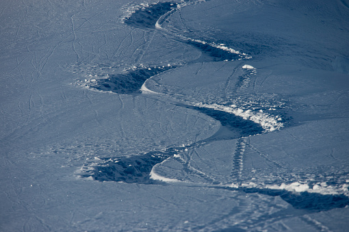 スノーボード「A winding path made in the surface of the snow from heli-skiing, Alaska Heli Ski」:スマホ壁紙(15)