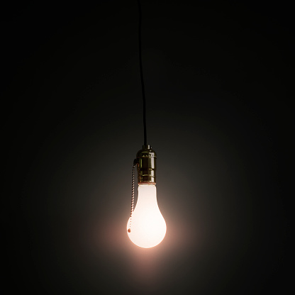 電球「Light bulb hanging against grey background」:スマホ壁紙(19)