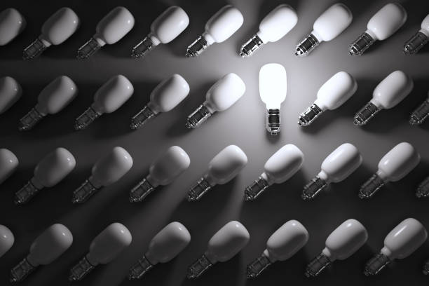 Light Bulb Standing Out From the Crowd:スマホ壁紙(壁紙.com)