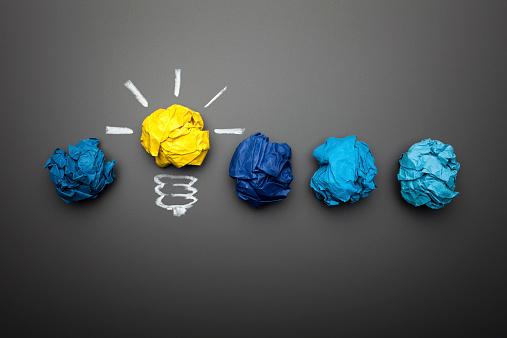 Success「Light bulb crumpled paper on blackboard - Idea Concept Background」:スマホ壁紙(5)