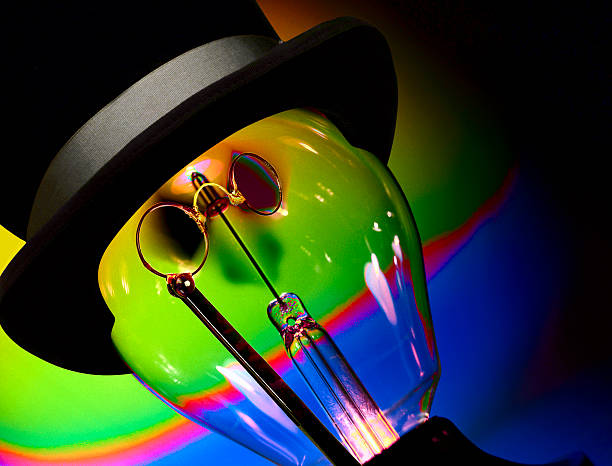Light bulb with top hat and eyeglasses:スマホ壁紙(壁紙.com)