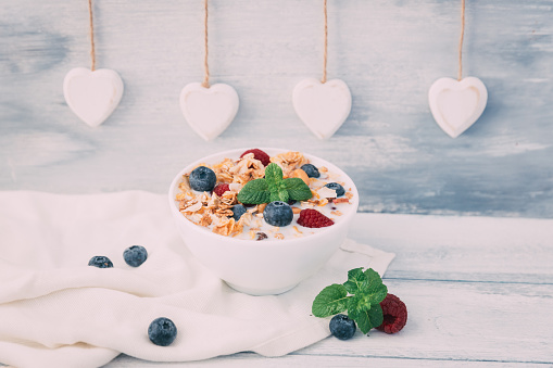 Granola「Bowl of granola with fresh fruit」:スマホ壁紙(7)