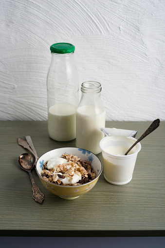 Yogurt Container「Bowl of granola, bottles of milk and cup of natural yoghurt」:スマホ壁紙(19)