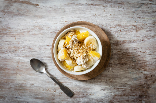 Granola「Bowl of granola with oat flakes, natural yoghurt, ananas and banana」:スマホ壁紙(10)