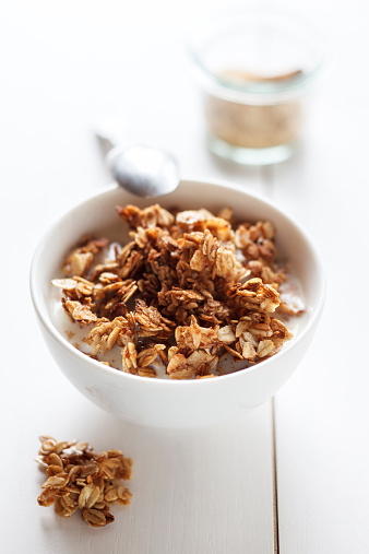 Granola「Bowl of granola with oak flakes and roasted pumpkin seeds」:スマホ壁紙(18)