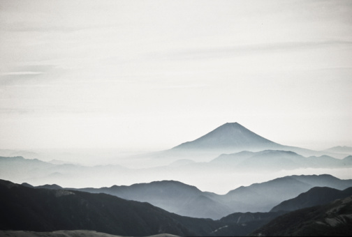 富士山「Outline of Mt Fuji in black and white.」:スマホ壁紙(13)