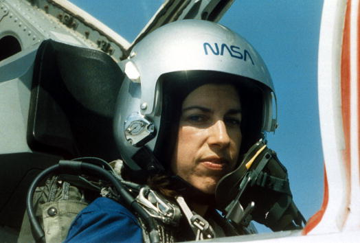 女「NASA Astronaut Ellen Ochoa」:写真・画像(11)[壁紙.com]