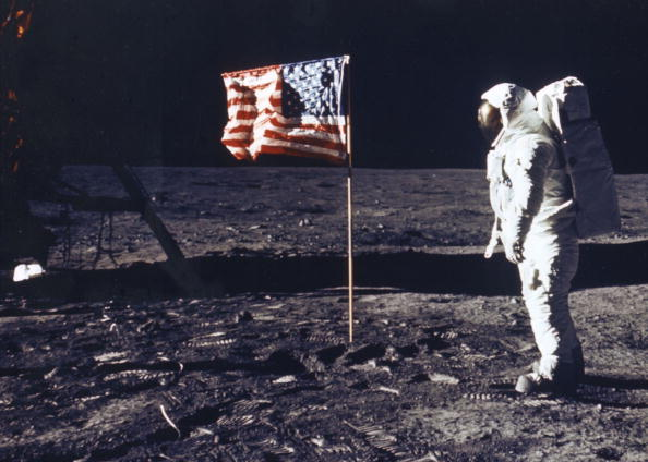 Astronaut「Astronaut Edwin E Aldrin Jr Poses For A Photograph Beside The Deployed Flag Of The United States」:写真・画像(4)[壁紙.com]