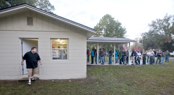 Waiting In Line「U.S. Citizens Head To The Polls To Vote In Presidential Election」:写真・画像(1)[壁紙.com]