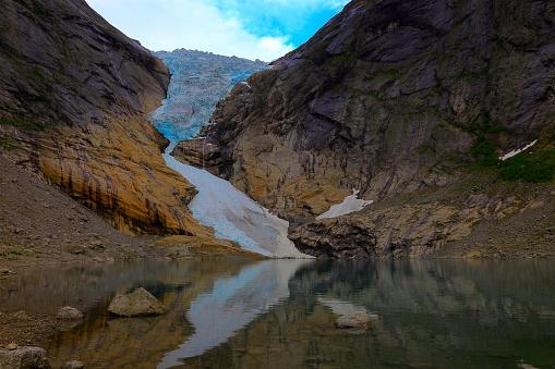 ノルウェー「Jostedalsbreen paradise: Briksdal Glacier reflection sunset - Jostedal, Norway, Scandinavia」:スマホ壁紙(15)
