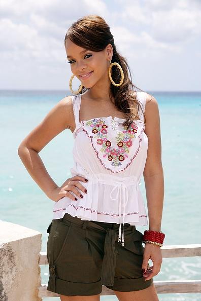 Looking At Camera「MSN Hosts Rihanna In Concert In Barbados」:写真・画像(14)[壁紙.com]