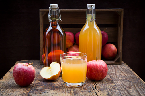 Apple Juice「Bottle and glass of apple juice, cloudy and clear, red apples on wood」:スマホ壁紙(7)