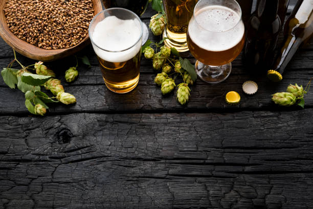 Bottle and Glass beer with Brewing ingredients.:スマホ壁紙(壁紙.com)