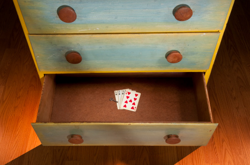Drawer「Open Drawer With Playing Cards & Key」:スマホ壁紙(16)