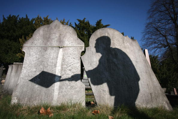 Cemetery「City Of London Cemetery Pilots New Scheme To Reclaim Old Graves For Re-Use」:写真・画像(0)[壁紙.com]