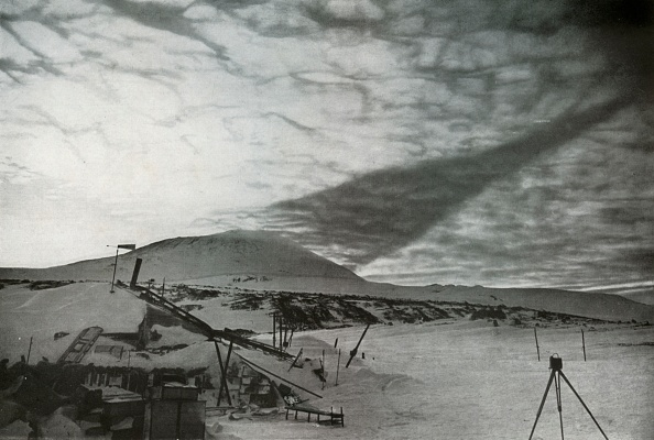 Ski Pole「The Shadow Of Mount Erebus On The Clouds」:写真・画像(12)[壁紙.com]