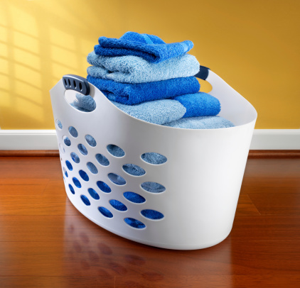 Washing「Laundry basket filled with towels」:スマホ壁紙(2)