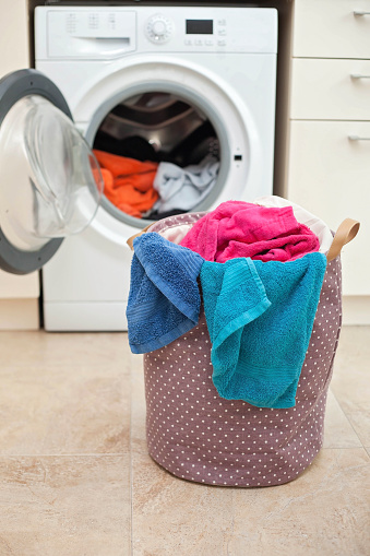 Laundry「Laundry basket in front of a washing machine」:スマホ壁紙(11)