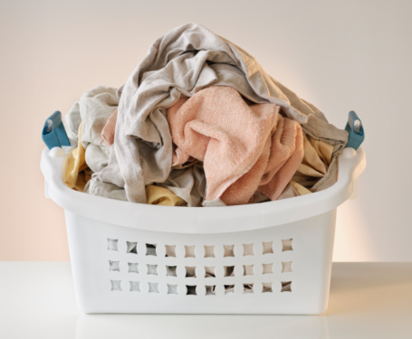 Towel「A laundry basket full of clothes」:スマホ壁紙(9)