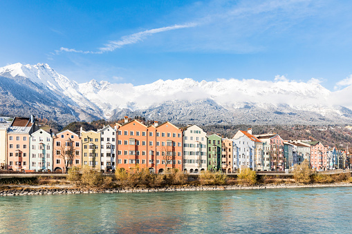 North Tirol「Austria, Innsbruck, row of houses in front of Nordkette Mountains with Inn River in the foreground」:スマホ壁紙(13)