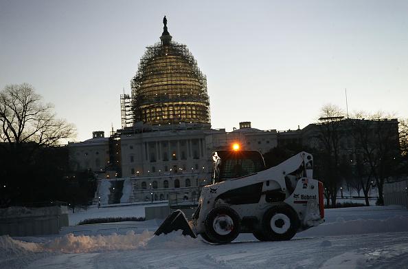 Land Vehicle「Huge Snow Storm Slams Into Mid Atlantic States」:写真・画像(16)[壁紙.com]