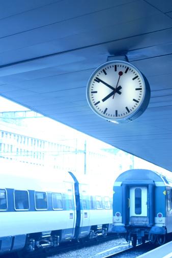 St Gallen Canton「Clock in train station」:スマホ壁紙(10)