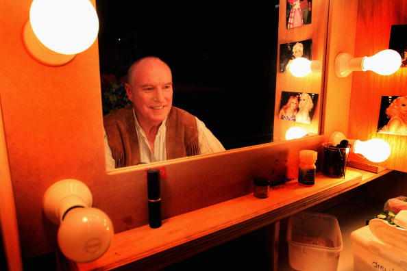 """Light Bulb「Ray Meagher Stars In """"Priscilla Queen Of The Dessert: The Musical""""」:写真・画像(16)[壁紙.com]"""