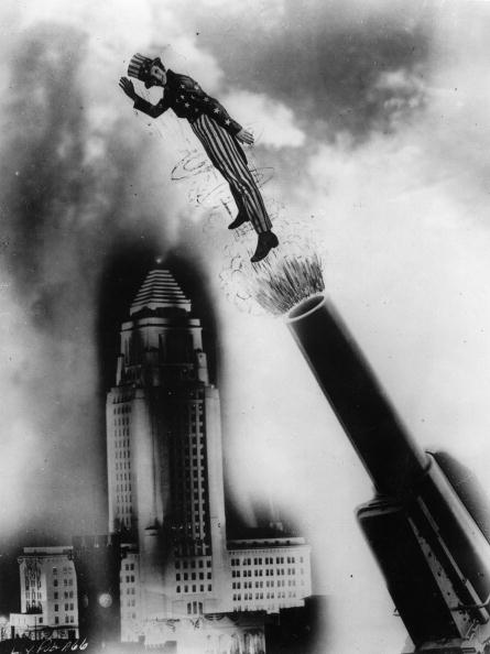 Empire State Building「Loretta Young as living Cannonball, The photomontage was created on the occasion of the festivities for the 4th of july, the Independence Day, The Hollywood-Starlet wears a stars and stripes suit, in the background there is the Empire State Building, Phot」:写真・画像(18)[壁紙.com]