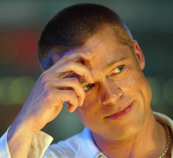 Human Arm「Brad Pitt on MTV's TRL」:写真・画像(16)[壁紙.com]